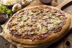 Pizza casalinga del pollo del barbecue immagine stock libera da diritti