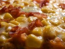 Pizza casalinga deliziosa del prosciutto con cereale 3 fotografia stock