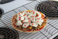 Pizza casalinga di lusso fotografia stock
