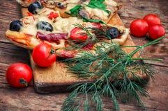 Pizza casalinga saporita con bacon Fotografia Stock Libera da Diritti