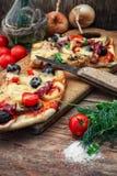 Pizza casalinga saporita con bacon Immagini Stock Libere da Diritti
