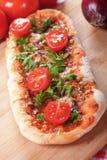 Pizza caseiro com o tomate da salsa e de cereja Imagens de Stock Royalty Free