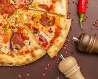 Pizza caseiro com Pepperoni Foto de Stock Royalty Free