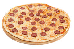 A pizza caseiro com salame Imagens de Stock Royalty Free