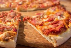 Pizza caseiro fresca fotografia de stock