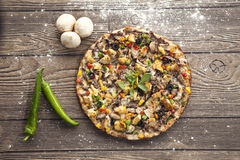 Pizza caseiro recentemente cozida Fotografia de Stock Royalty Free