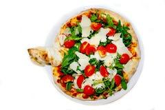 Pizza Cherry Arugula Parmesan stockfotografie