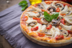 Pizza with chicken and mushrooms Royalty Free Stock Images
