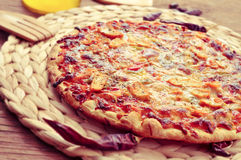 Pizza with chicken and vegetables Royalty Free Stock Photos