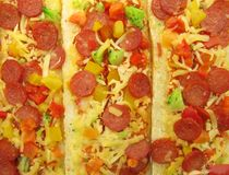 A pizza cobriu sanduíches do baguette do bruschetta Fotografia de Stock Royalty Free