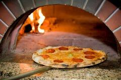 Pizza cocida al horno Fotos de archivo