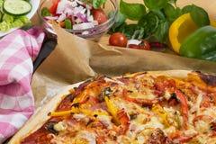 Pizza cocida al horno fresca Fotografía de archivo libre de regalías