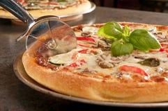 Pizza cocinada Fotos de archivo