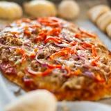 Pizza com atum Fotografia de Stock