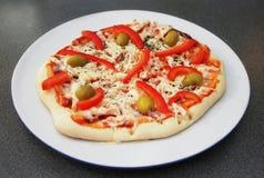 Pizza com azeitonas e pimenta de sino Foto de Stock Royalty Free