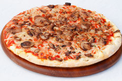 Pizza com cogumelos e queijo Fotos de Stock Royalty Free