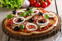 Pizza com galinha Fotografia de Stock Royalty Free