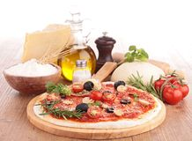 Pizza com ingrediente Foto de Stock Royalty Free