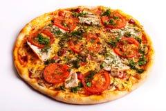 Pizza com presunto, tomates e cogumelos Imagens de Stock Royalty Free