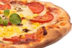 Pizza com tomate e milho Imagem de Stock Royalty Free