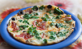 Pizza com vegetais e azeitona Imagem de Stock Royalty Free