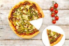 Pizza con asparago e bacon Fotografie Stock Libere da Diritti