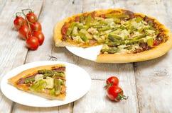 Pizza con asparago e bacon Fotografia Stock Libera da Diritti