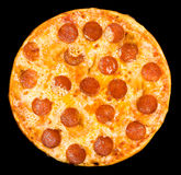 Pizza con el salchichón, camino de recortes Imágenes de archivo libres de regalías