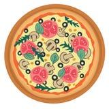 Pizza con el tomate, las setas y las aceitunas Fotografía de archivo