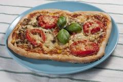 Pizza con i pomodori Fotografia Stock Libera da Diritti