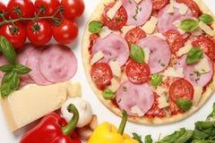 Pizza con il prosciutto Fotografia Stock Libera da Diritti