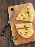 Pizza con la coliflor Fotografía de archivo libre de regalías
