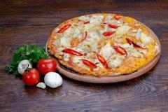 Pizza con la pimienta roja Imagenes de archivo