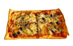 Pizza con las anchoas, los bulbos y el chile Fotos de archivo