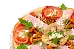 Pizza con las setas y el jamón aislados Imagen de archivo libre de regalías