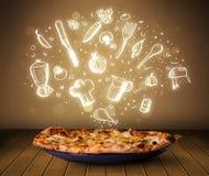 Pizza con le icone ed i simboli bianchi del ristorante Immagini Stock