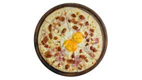 Pizza con le uova su fondo bianco Fotografia Stock