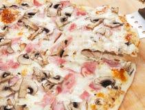 Pizza con le verdure ed altra Fotografia Stock