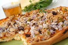 Pizza con lo sgombro Immagine Stock Libera da Diritti