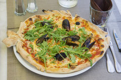 Pizza con los mariscos fotografía de archivo libre de regalías