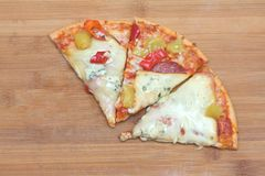 Pizza con los salchichones fotografía de archivo libre de regalías