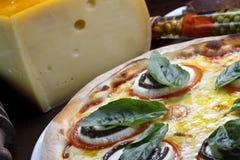 Pizza con rucula fotografía de archivo libre de regalías
