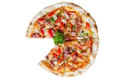 Pizza con tocino, ajo y chiles secados Fotografía de archivo libre de regalías