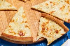 Pizza con tres quesos Imágenes de archivo libres de regalías
