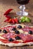 Pizza con vino fotografie stock libere da diritti