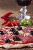 Pizza con vino fotografie stock