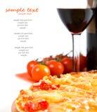 Pizza coupée en tranches Photo libre de droits