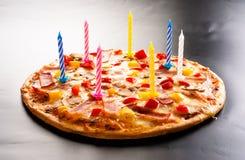 Pizza creatief met kaarsen Stock Afbeeldingen