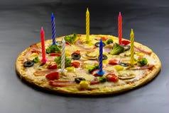 Pizza creativa con le candele Fotografia Stock