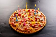 Pizza creativa con le candele Fotografie Stock